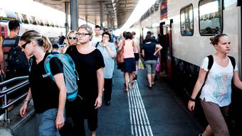 Dichtestress am Bahnhof Aarau: Keine andere Stadt weist einen solch hohen Pendlersaldo aus wie Aarau. Mario Heller