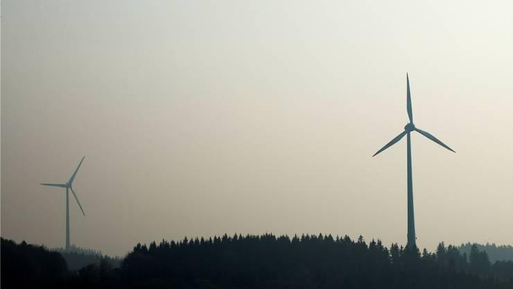 Blick auf die Windkraftanlage Freiamt-Reichenbach im deutschen Schwarzwald : Hier drehen sich sechs Windräder zur Stromproduktion. Archiv/Margrit Müller