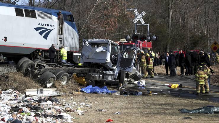 Beim Zusammenstoss eines Sonderzugs mit Dutzenden Abgeordneten der Republikanischen Partei mit einem Müllwagen hat es einen Toten gegeben.