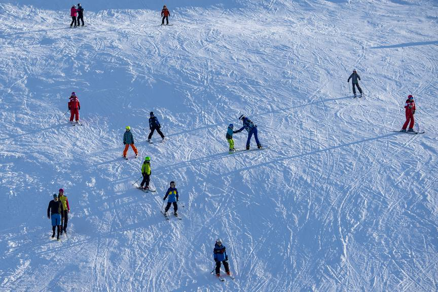 Bei diesem Wetter macht Skifahren gleich doppelt Spass.
