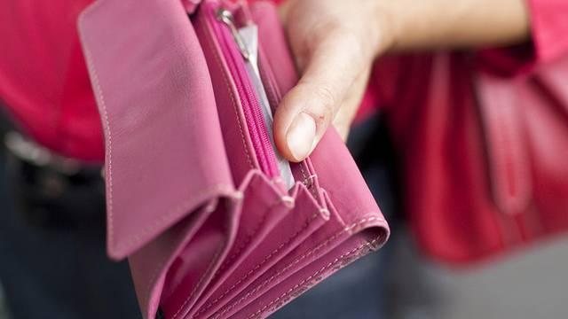 Ihr Portemonnaie sei gestohlen worden, behauptete die Frau (Symbolbild)