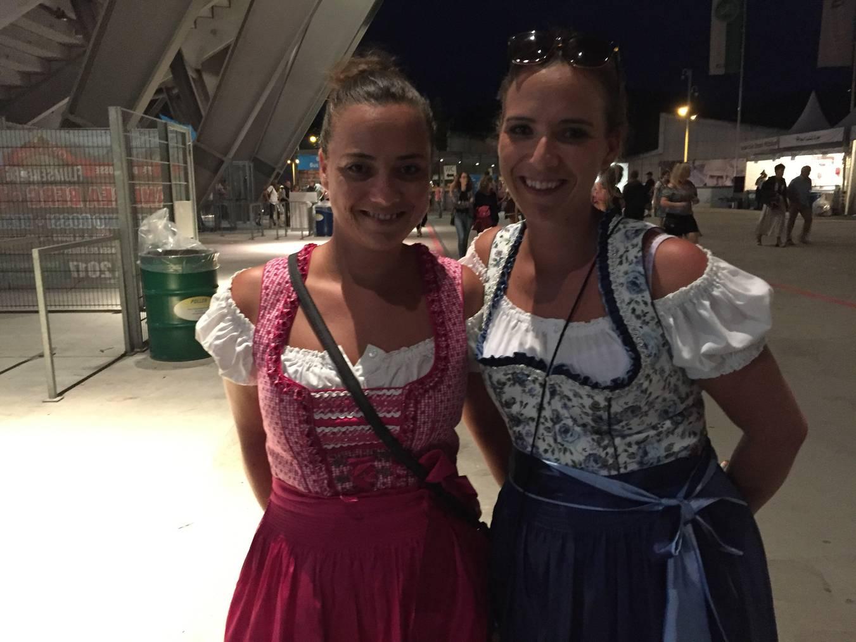 Der Stromausfall störte Anja (rechts) aus Konstanz überhaupt nicht. (Bild: Lara Abderhalden)