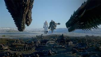 Daenerys Targaryen (Emilia Clarke) und Jon Schnee (Kit Harington) haben sich verbündet. Doch was bleibt, wenn die Schlacht gegen die Armee der Untoten ausgefochten ist?