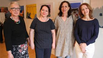 Trudi Hofer, Simone Urbanke, Roxani, Razija Turalic (v.l.) zeigen ihre Werke. psc