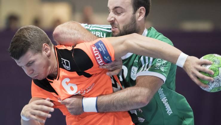 Kadetten Schaffhausen mit Dimitrij Küttel (links) musste sich für einmal mit einem Unentschieden begnügen