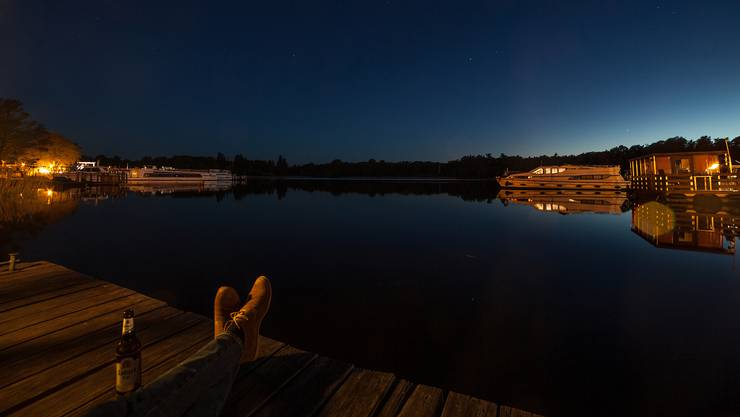 Mit dem Ende der eindrücklichen blauen Stunde werden die ersten Sterne sichtbar.