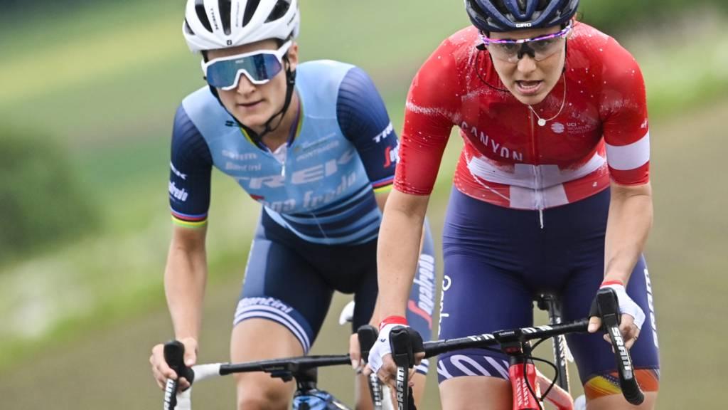 Am Samstag war Elise Chabbey (rechts) als Siegerin im Sprint knapp schneller als Elizabeth Deignan (links), doch in der 2. und letzten Etappe sah sich die Genferin im Kampf um den Gesamtsieg noch von der Britin abgefangen