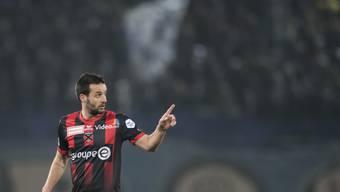 Raphaël Nuzzolo gibt seinen Teamkollegen im Spiel gegen den FCZ Anweisungen (Archivbild)