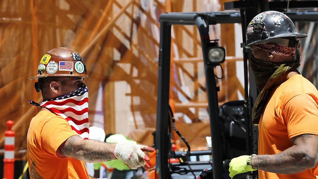 Die US-Wirtschaft hat sich im Sommer vom Corona-Einbruch im Frühjahr stark erholt. Auch auf den Baustellen in New York war mehr Betrieb als noch während des Lockdowns.(Archivbild)