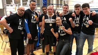Von rechts nach links: Leon Guggenheim, Ardi Krasniqi, Max Schwendimann (Asistent), Gaby Timar, Gilles Sutter, Niko Opekran (Assistent), Johnny Graham, Angelo Gallina (Coach)
