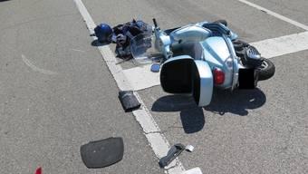 Der Rollerfahrer verletzte sich bei der Kollision schwer.