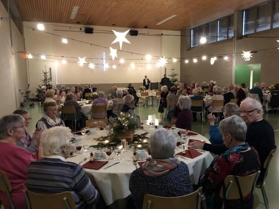 die Seniorinnen und Senioren aus Lostorf am weihnachtlichen Stubete-Anlass