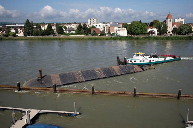 Der Kapitän und seine drei Besatzungsmitglieder konnten unverletzt evakuiert werden.
