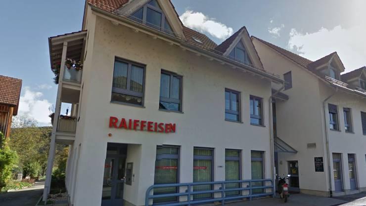In diese Raiffeisenbank-Filiale in Kleinlützel wurde eingebrochen.