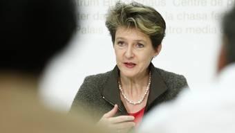 Justizministerin Simonetta Sommaruga verteidigt das neue Asylgesetz