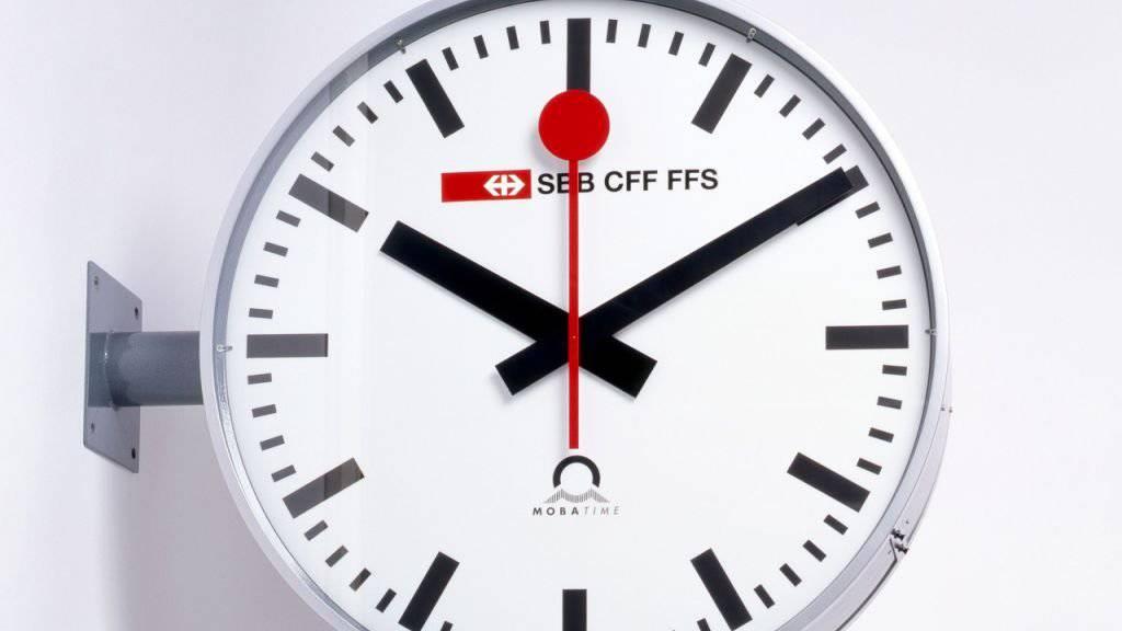 Hans Hilfikers Bahnhofuhr von 1944 ist Teil der Ausstellung «SBB CFF FSS» im Museum für Gestaltung in Zürich. Die Ausstellung dauert vom 3. August 2019 bis 5. Januar 2020.