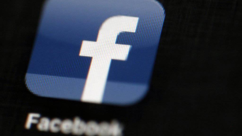 Damit aus Facebook kein Fakebook wird, will das Unternehmen nun verstärkt gegen falsche Nachrichten vorgehen, so genannte fake news.