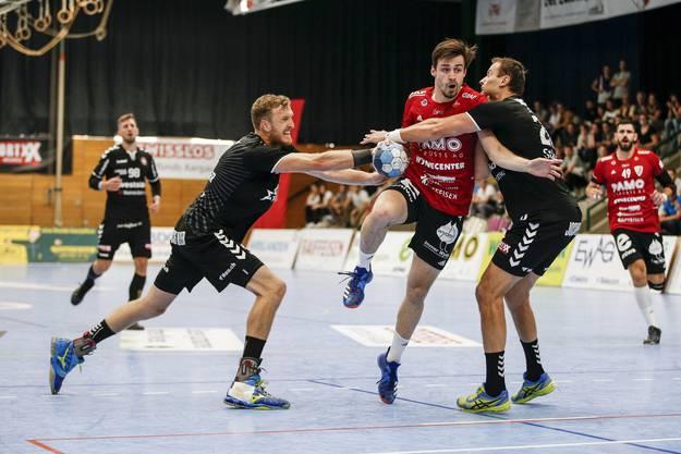 Mathias Müller versucht zu werfen.