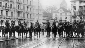 Ausgangspunkt des Generalstreiks: Einheiten der Armee schritten auf dem Zürcher Paradeplatz ein, um eine Feier zum Jahrestag der Oktoberrevolution zu verhindern.