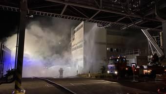 In einer Chemiefirma in Pratteln geriet ein Elektrotableau in einem Produktionsgebäude in Brand. Eine Person wurde dabei verletzt, konnte aber das Spital schon wieder verlassen.