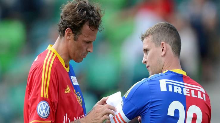 Marco Streller übergibt Fabian Frei die Captain-Binde.