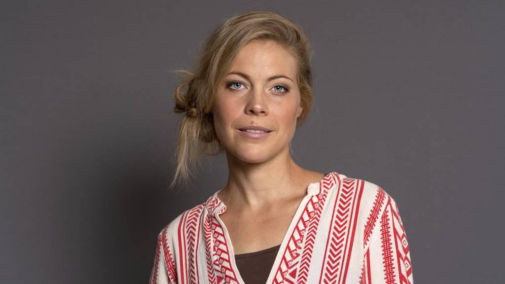 Zwischen 1998 und 2013 produzierte die Berner Sängerin Jaël mit ihrer ersten Band Lunik mehrere Alben, die Gold- oder Platinstatus erreichten.