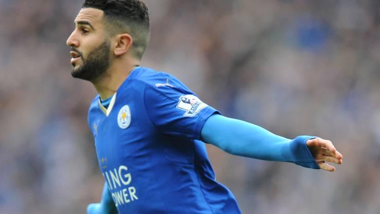 Riyad Mahrez feiert einen Treffer im Trikot des englischen Überraschungsmeisters Leicester City