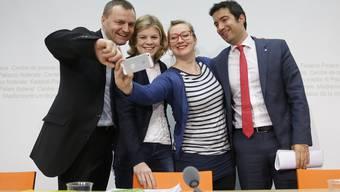 Junge Politiker-Eltern gegen die Steuerbefreiung der Familienzulagen: Bernhard Guhl (BDP, AG), Nadine Masshardt (SP, BE), Aline Trede (Grüne, BE) und Andrea Caroni (FDP, AR)