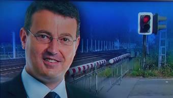 Das minutenlange Warten vor geschlossenen Bahnschranken fordert viel Geduld. Der Aargauer SVP-Nationalrat Thomas Burgherr will dem ein Ende setzen.
