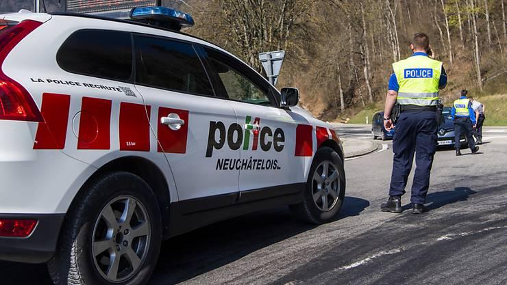 Die Neuenburger Kantonspolizei hat nach dem Todesfall einer Jugendlichen eine Strafuntersuchung eröffnet. (Symbolbild)
