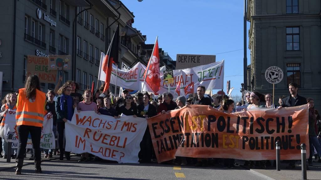 «Essen ist politisch»: Tausende demonstrieren in Bern für eine ökologische Landwirtschaft