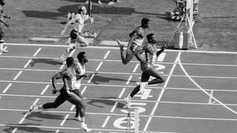 Hatte auch die Sprinter im Griff: Carl Lewis bei seinem 100-m-Sieg an den Olympischen Spielen 1984 in Los Angeles.