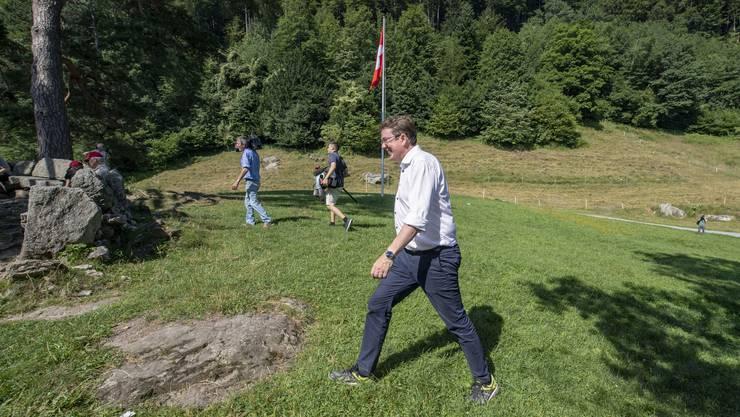 SVP-Präsident Albert Rösti lud am Donnerstag Medienschaffende auf einen Spaziergang aufs Rütli ein.