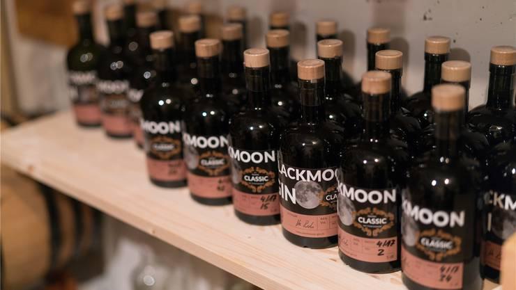 Das fertige Produkt, der «Blackmoon-Gin».