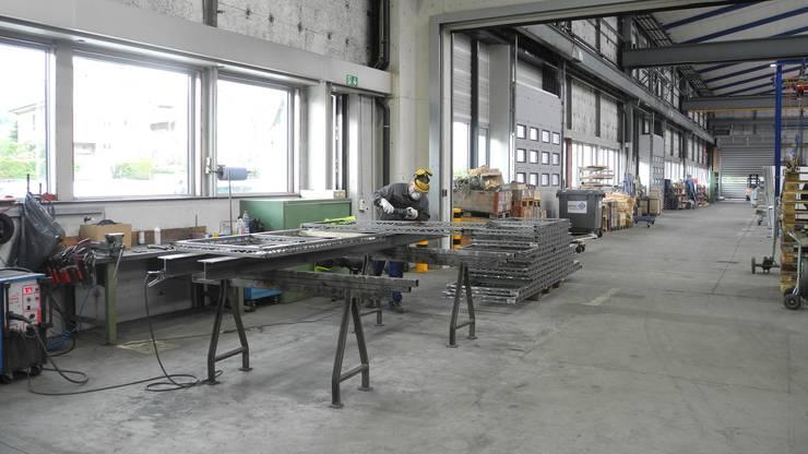 Blick von der Stahlhalle in die grosse Werkhalle.
