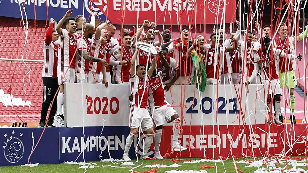 Ajax macht aus der Meisterschale kleine Sterne