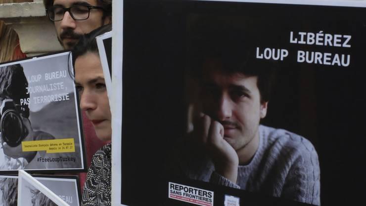 Aktivisten der Organisation Reporter ohne Grenzen haben sich für die Freilassung des französischen Journalisten Loup Bureau eingesetzt. (Archivbild)