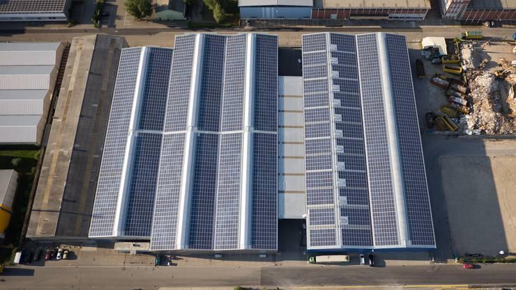 Auch das mit 1427 Kilowatt Peak aktuell grösste Baselbieter Sonnenkraftwerk auf dem Dach des Birs Terminals in Birsfelden wurde vom Zürcher Investor Windgate gebaut. Die Initiative für die Vermietung des Dachs kam von Swiss Terminal. Mit 9400 Quadratmeter Solarpanels soll die 2013 fertiggestellte Anlage 1'280'000 Kilowattstunden im Jahr liefern.