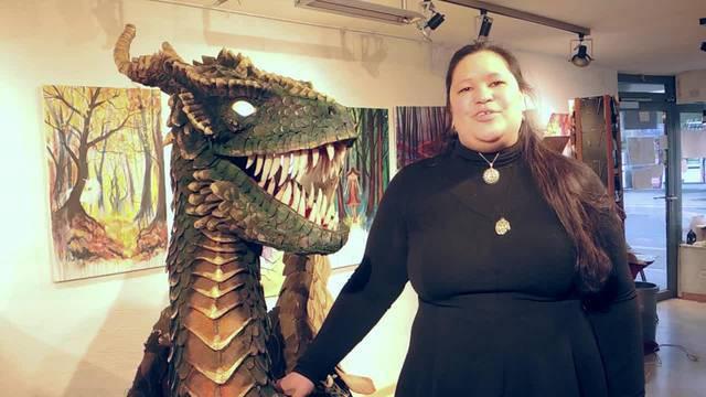 """Künstlerin Barbara Brosowski hat in ihrem Atelier in Bad Zurzach für die  """"Fantasy Basel"""" eine zwei Meter grosse Drachenskulptur gebaut"""