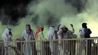Die Polizei setzt Tränengas gegen die Demonstranten ein
