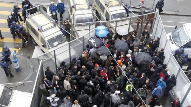Polizei kesselt Personen von Nachdemonstration am 1. Mai 2010 ein