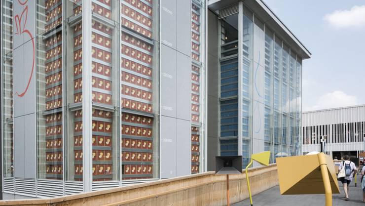 Zwei Silos des preisgekrönten Schweizer Pavillons auf der Expo Milano: Während Kaffee (vorne) relativ schlecht lief, waren die Ressourcen an Apfelringli (hinten) jeweils schnell einmal erschöpft (Archiv).