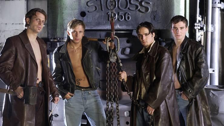Jugendsünde oder Kunstwerk? Vier der U21-Titanen von 2002: Stephan Keller, Daniel Gygax, Ricardo Cabanas und Alex Frei (v.l.).