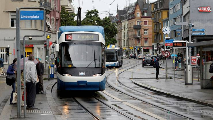 Fährt bald auch im Limmattal ein Tram? Das Tram 2 am Lindenplatz in Altstetten.