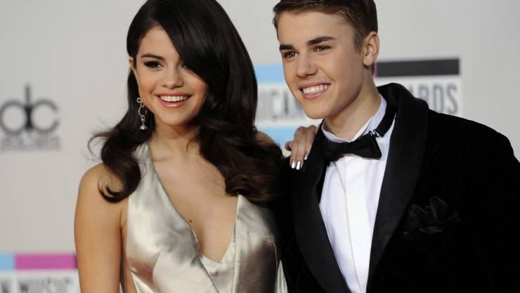 Selena Gomez Gehackt Hacker Posten Nacktfotos Von Bieber People