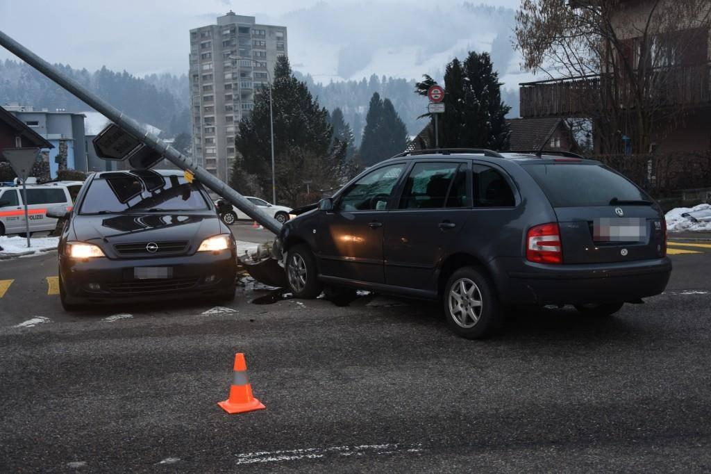 Verkehrsunfall Ulisbach (© KAPO SG)
