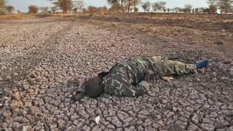 Ein toter sudanesischer Soldat in der Nähe der Stadt Heglig (Symbolbild)