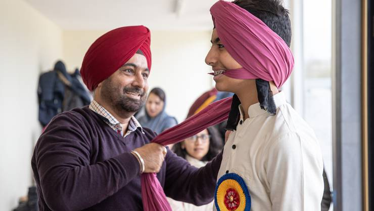 550. Geburtstag von Sri Guru Nanak Dev in Däniken: Impressionen der Feier im Sikh-Tempel