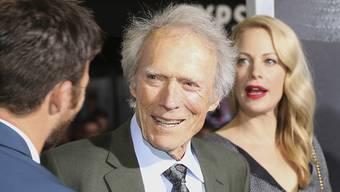 """Clint Eastwood hat die Premiere seines neuen Thrillers """"The Mule"""" gefeiert. Mit dabei waren auch seine Tochter Alison und sein Sohn Scott."""