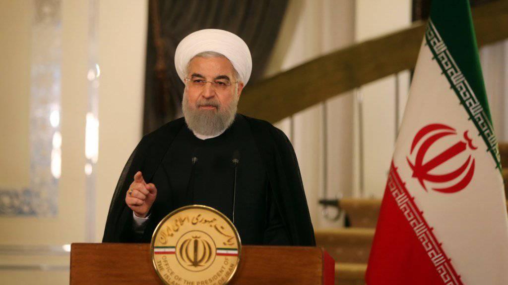 Nicht nur der iranische Präsident Hassan Ruhani kritisiert das Vorgehen der USA bezüglich des Atomabkommens, auch Grossbritannien, Deutschland und Frankreich reagieren mit Sorge auf die Trump-Äusserungen.